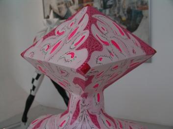 Intervención con esmalte + acrílico sobre seres escultóricos, escala humana. Campaña publicitaria de nuevos Notebook SONY. 2010