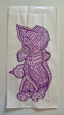 """""""SERIE DEL PANFLETO AL PAQUETE"""". Marcador acrílico + Lápiz a tinta sobre cambucho blanco. 16 x 30 cm. 2011"""