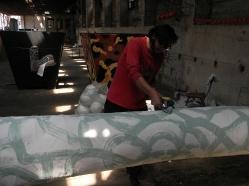 """PROCESO DE OBRA. """"ARBOL DELIRANTE"""". Esmalte al agua + acrílico sobre árbol diseñado, estructura metálica, base de madera y relleno de papel encolado. Obra realizada para exposición en Mall Plaza Antofagasta. Antofagasta – Chile. 2011"""
