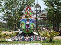 """PROCESO DE OBRA. """"DEMONIO DE LOS SENTIDOS"""". Obra realizada para el festival MYSTERYLAND CHILE 2011. Madera de pales reutilizada, pintada con esmalte al agua. 2011"""